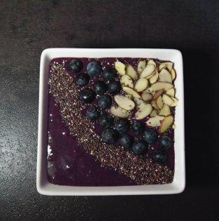 blueberryacaismoothiebowl-phzuniquediva